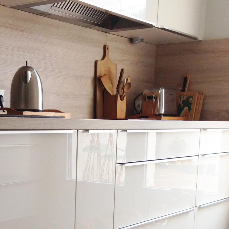 Mod le de cuisine blanc sable chene cendre cuisine for Modele de cuisine blanche